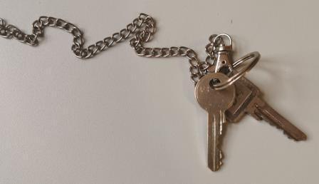 10/2021: 2 Schlüssel an Kette im OT Großbodungen/Am Mühlendamm (in einem hohlen Baum) gefunden
