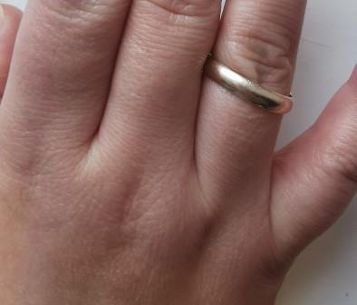 01/2021: goldfarbener Ring mit Gravur im OT Großbodungen/Nördlicher Knick gefunden